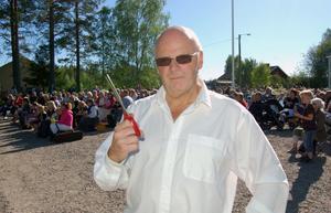 Kommunalrådet Kurt Podgorski invigningstalade och klippte bandet. Han hyllade kooperativet i Sörsjön som ett föredöme för en levande landsbygd.
