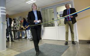 Hanna Brevemark Jansson slutar omedelbart som divisionschef för barn- och kvinnosjukvård, psykiatri och habilitering. Hon får andra arbetsuppgifter, medan verksamheterna delas upp på två andra divisioner. Det blir resultatet av den stora förtroendekrisen inom landstingsledningen.