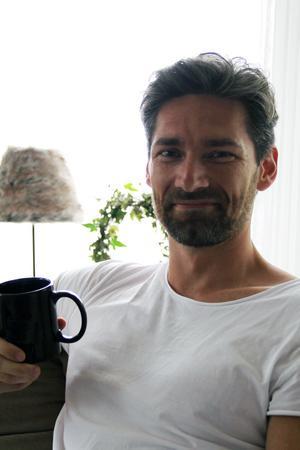 Pär varvar ett konsultarbete i Stockholm med företaget i Bollnäs