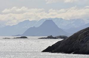 Få andra landskap, vare sig i Norden eller någon annanstans, bär på så mycket omedelbar och storslagen dramatik som de i Lofoten.   Foto: Jesper Zacharias