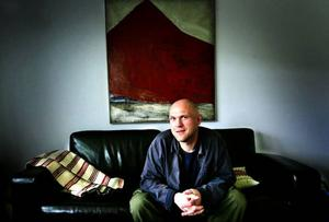 Hans Kvam gör debut på Venedigbiennalen med sitt verk Linky way. Arkivbild: Anneli ÅsénVilken riktning ska man ta – vad leder till fördärv eller räddning? Det är frågor man ställer inför Erika Flingdahls konst på Jamtlis café.