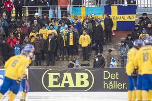 Svenska supportrar under bronsmatchen mellan Sverige och Kazakstan vid bandy-VM i ryska Uljanovsk.