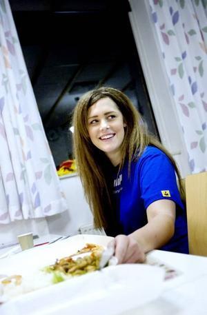 BRUKAR HA MATLÅDA. Malin Smedberg, 19 år, lagar mat på helgerna för att ha matlåda med sig till jobbet i veckorna.
