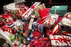 Julklapparna har skänkts av invånare, föreningar och företag i Borlänge.