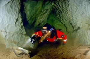 Här finns en hemlighetsfull värld som ska utforskas närmare nästa månad då det också är aktuellt att titta närmare på de högintressanta rödingar som formats av tillvaron i grottorna.Foto: Mikael Tilja