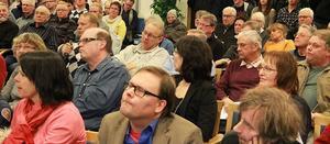 Många ville höra kommunen förklara sina affärer med LIF. Politiker och media fanns också på plats. Foto: Eric Salomonsson