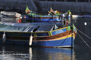 I varje hamn på Malta ligger färggranna Luzzus, traditionella fiskebåtar som sägs ha sitt sitt ursprung från fenicierna.