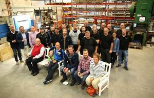 Personalen på de olika företagen deltog i invigningen av den nya produktionslinjen i MCM:s lokaler.