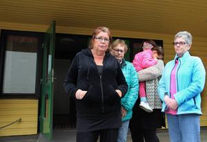 Christina Rosén, Barbro Jansson, Christina Lindholm och Karin Persson är några utav hyresgästerna på Smutronbacken som tycker att förslaget om hyreshöjningen är alldeles för hög.