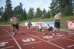 Fint väder för utomhusträning för Elias Lindholm, Nicklas Bäckström, Emil Molin, Calle Järnkrok och Sebastian Lauritzen.