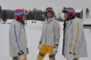 Svenska Skicrosslandslaget tränar i Lofsdalen inför OS. Avresan till Ryssland blir först om en vecka.