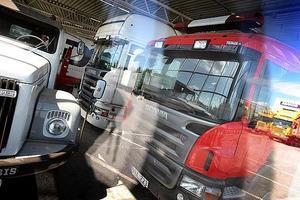 Säkerhetsbågen som varnar lastbilar för viadukten vid Norrtull har för tredje gången blivit sönderkörd.
