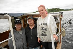 Nya befälhavare. I juni tog Kim Lindkvist, Fredrik Andersson, Sofie Molitor fartygsbefälsexamen klass VIII. I sommar kommer de att köra M/S Råsvalen.