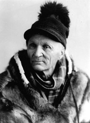 Johan Turi fotograferad av Borg Mesch. Turi åtnjöt mot slutet av sitt liv ett mindre statligt författarstöd.