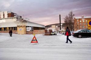 Sammanlagt 16 poliser kallades     in vid gårdagens bomblarm vid Östersunds sjukhus. Ett flertal missade sin tredje utbildningsdag. Vid samtliga utbildningstillfällen har misstänkta bombkartonger placerats i Östersund        och Brunflo.  Foto: Ulrika Andersson