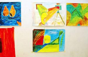 Här är några av de färg-glada alster som gubb-gruppen, som de själva kallar sig, skapade under LT:s besök i onsdags.