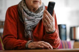 Skribenten upplever att det har blivit ett hårdare klimat bland telefonförsäljare och att gamla människor är bland de mest utsatta.