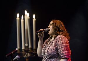 Theresia Widarsson sjöng i Kulturhuset Glada  Hudik.