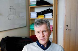 """""""Jag tycker att det är bra att universitetet har fattat ett beslut  i frågan i fall det uppstår några händelser"""", säger Leif Arnesson, som föreläser i företagsekonomi. Men på hans egna föreläsningar har det aldrig blivit några problem."""
