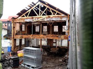 Det är i sanningens namn inte mycket som återstår av det gamla k-märkta huset på Storgatan i Östersund, men under våren ska huset vara klart för inflyttning.