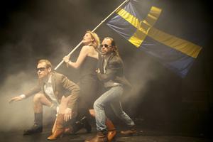 """SVERIGELÄNGTAN. """"Hallonbåtsflyktingen"""" är en föreställning om en Sverigebesatt finländare. """"Ska bli intressant att se hur den svenska publiken reagerar"""""""
