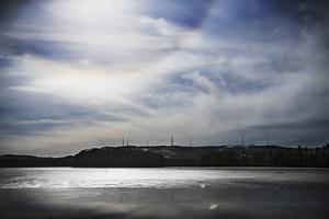 Vid Handsjön ligger berget Mullberget och söderut Tokberget. Där är snart en vindkraftpark färdig - där en örninventering tidigare visade att det fanns häckande örn.