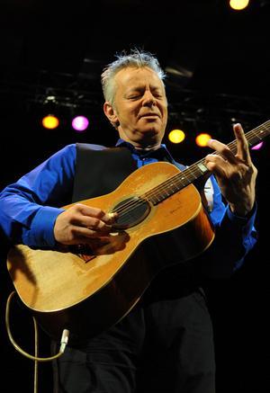 Vilken gitarrekvilibrist! Tommy Emmanuel fick ett fullspikat konserthus att gunga rejält...