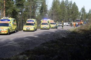 Ett stort antal ambulanser tog hand om de skadade personerna.