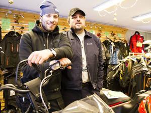 Bröderna Magnus och Fredrik Ekblom kommer att driva Åkes Motor vidare i Delsbo.