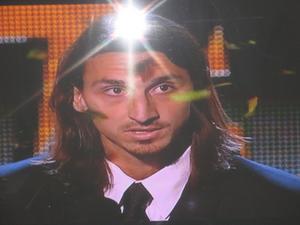 Jag provade att fota några bilder på TV:n.  Den här bilden visar väl, att har man fått guldbollen så många gånger, så har man verkligen stjärnglans...(Egentligen så är jag inte särskilt fotbollsintresserad ;-)
