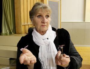 Kerstin Eriksson från Österåsen känner oro inför att ett antal vindkraftverk ska komma för nära hennes bostadshus i Näslägden.