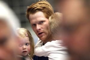 Richard Larsson efter matchen mot Ystad med barnen Ines och Alfred.
