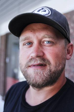Christian Eriksson    – Det må vara vädret, det är ju skönt när det är varmt. Då badar jag här i Hammerdal eller i stugan i Hillsand.