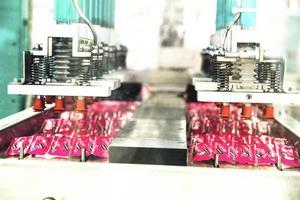 Fabriken i Hennan producerar ungefär en miljon kondomer i veckan.