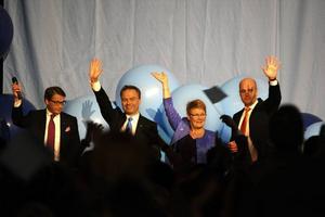 """SEGERRUSIGA. I """"Därför vann dom"""" – med samlade artiklar från historiens längsta valrörelse – förklarar nyhetsmagasinet Fokus med Torbjörn Nilsson i spetsen varför Reinfeldts allians tog hem segern."""