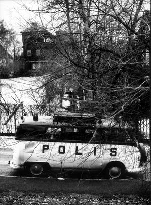 Utpressningsförsök mot Asea-chefen Curt Nicolin. Polisen bevakar bostaden.