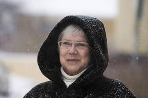 INTE RÄDD. I snöyran minns Anna Östman majdagen i fjol när hon råkade ut för de mycket förslagna bankkortstjuvar som nu har åtalats för 138 stölder. Snart åker Anna till rättegången i Stockholm för att vittna.