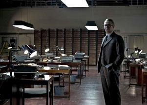 "Huvudpersonen. Gary Oldman spelar huvudrollen, George Smiley, i Tomas Alfredsons ""Tinker, tailor, soldier, spy""."