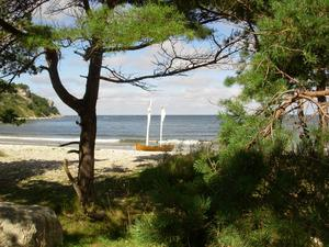 När jag och min fru var på en MC-tur till Gotland i augusti stannade vi till på denna vackra plats.