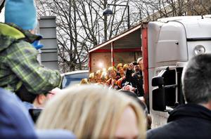 Brynäsarna vinkade och sjöng ikapp med alla fans som ville hylla dem. Att stämningen på lastbilsflaket var på topp gick inte att ta miste på.