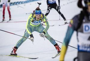 Linn Persson gjorde sitt livs lopp i damernas distans på VM i Holmenkollen. Hon tog ledningen och förde kommandot till sista skyttet.