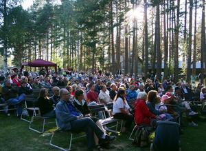 Folkmängden i Malungsfors fördubblas under visfestivalen.