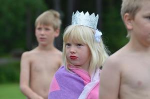 Prinsessa. På femkampen mellan föräldrar och barn var de utklädda, här Tuva-Lisa Axelsson som prinsessa.