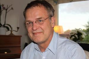 SLUTAR. Efter bara 1,5 år hoppar rektor Odd Johnsen av jobbet på Högbergsskolan. Han ställer inte upp på de besparingar på gymnasiet som politikerna vill göra. Tidigare var han biträdande rektor på borgarskolan i Gävle.