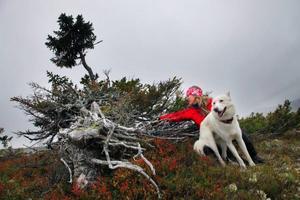Lisa Öberg var med och hittade granen som hon gav samma namn som sin hund Rasmus. Fast granen heter Old Rasmus.– Alla som kommer hit måste känna kärlek och respekt säger hon. Hon gör det varje gång hon hälsar på.