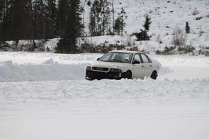 Björn Lersäter kör sin ombyggda bil.