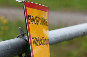 Området klassas som farligt och riskerna för att gifterna ska spridas ut i den omgivande Klingerfjärden bedöms som stora.