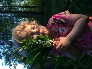 Liv Berglind, 4 år har plockat Liljekonvaljer på Brattheden, Ramnäs