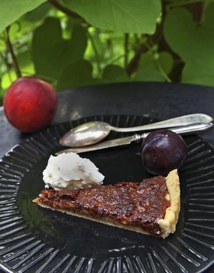 Desserter i traditionell bemärkelse är ovanliga, men en valnötspaj sötad med honung kan slinka ned.