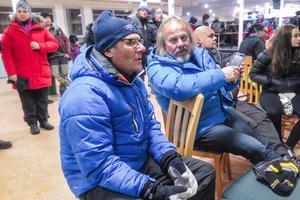Mats Ribbefors från Odensala till vänster, hans arbetskollega som järnvägstekniker, Per-Olof Andersson från Östersund,  dennes kompis Thomas Reinerholt från Ås och hans 14-åriga dotter Leona Reinerholt inledde med att följa tävlingarna från Totohallen.